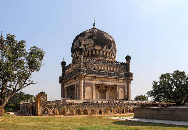 Tomb_of_Muhammad_Quli_Qutb_Shah