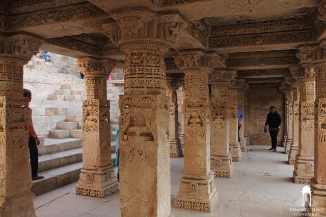 a pillared hall at Rani ni Vav (3rd storey)