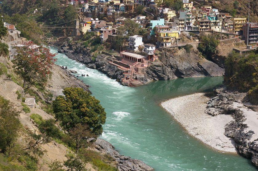 1024px-Devprayag_-_Confluence_of_Bhagirathi_and_Alaknanda