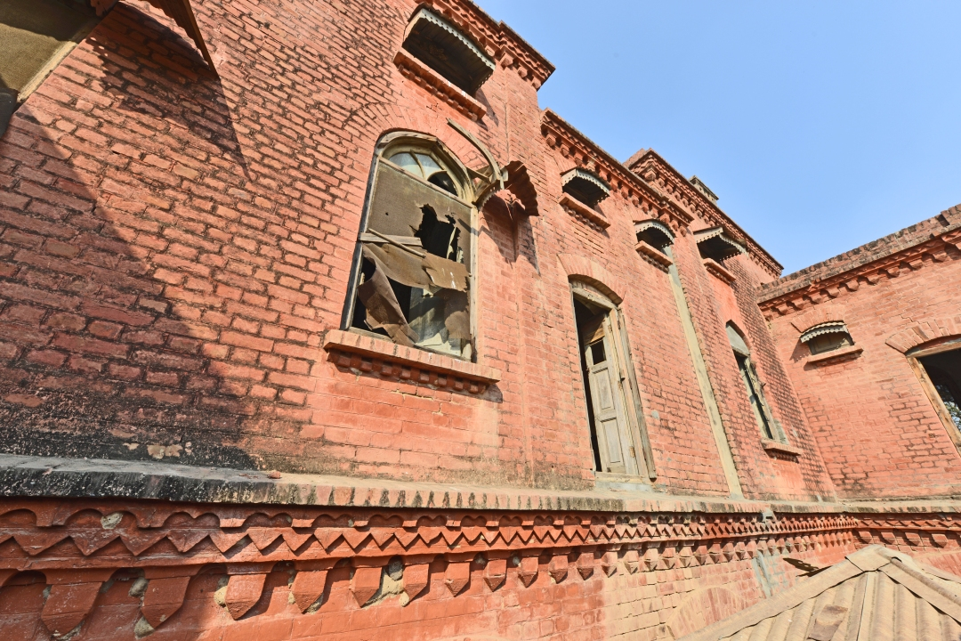 View of the side depicting brick art work 1