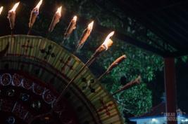 puthiya bhagavathi lighting torches