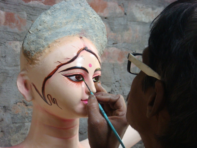 Chokkhudaan- or 'imparting the eyes'- is considered to be very auspicious and is done at an auspicious time